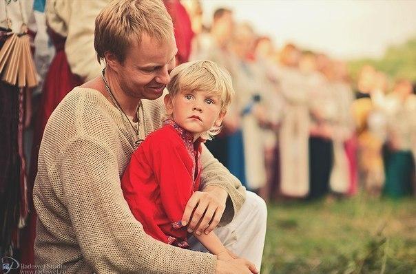 Мальчик шалит с мамой фото 337-830